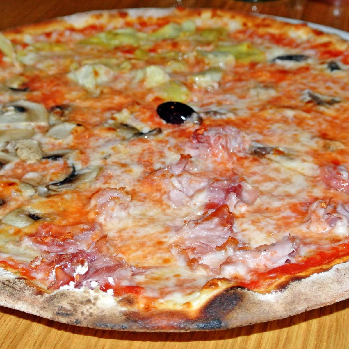 Authentic Italian Pizza that's NOT Neapolitan at Susanna Pizzeria
